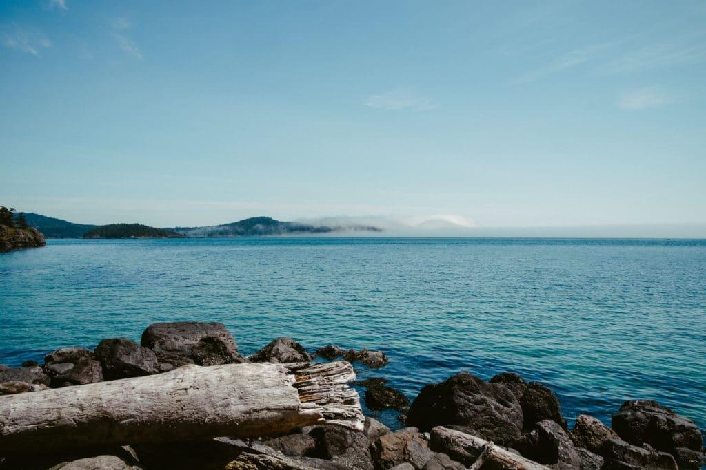blue-sky-island-lake-180